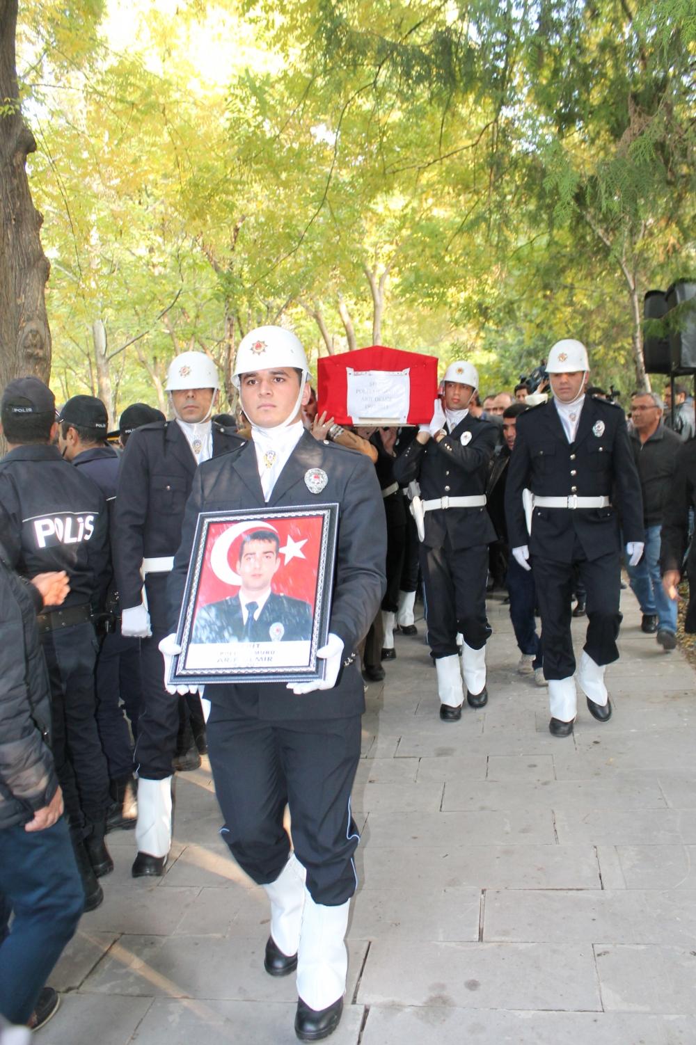 Şehit polis son yolculuğuna uğurlandı 22