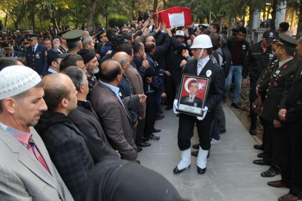 Şehit polis son yolculuğuna uğurlandı 23