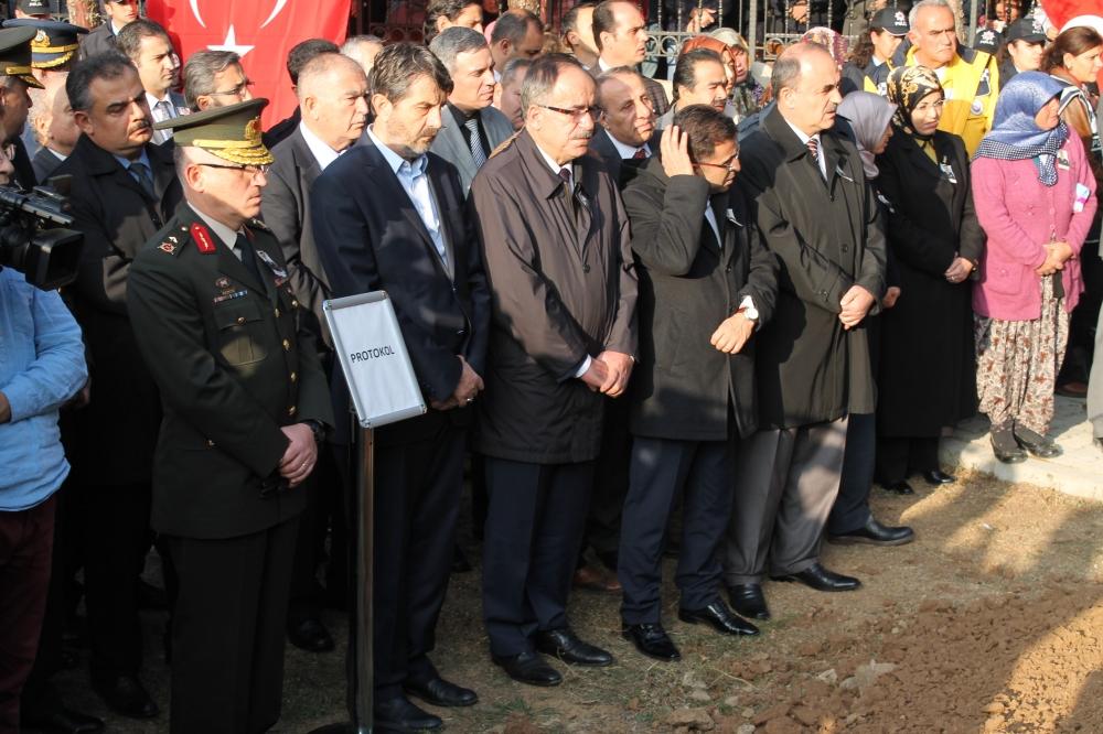 Şehit polis son yolculuğuna uğurlandı 24