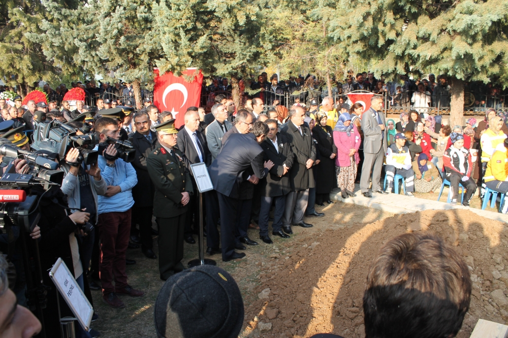 Şehit polis son yolculuğuna uğurlandı 25