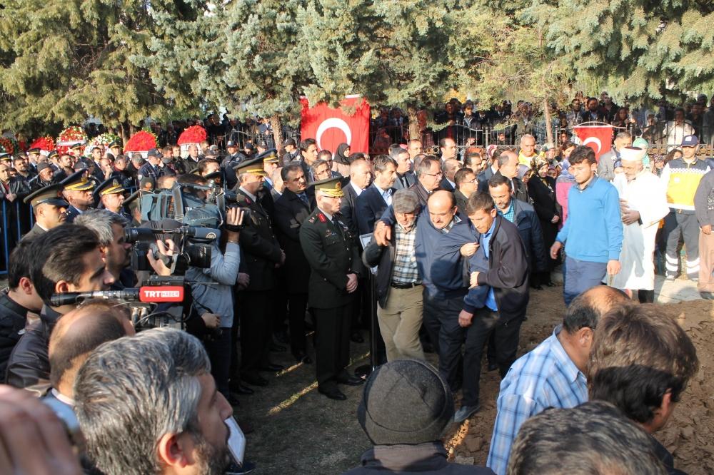 Şehit polis son yolculuğuna uğurlandı 27