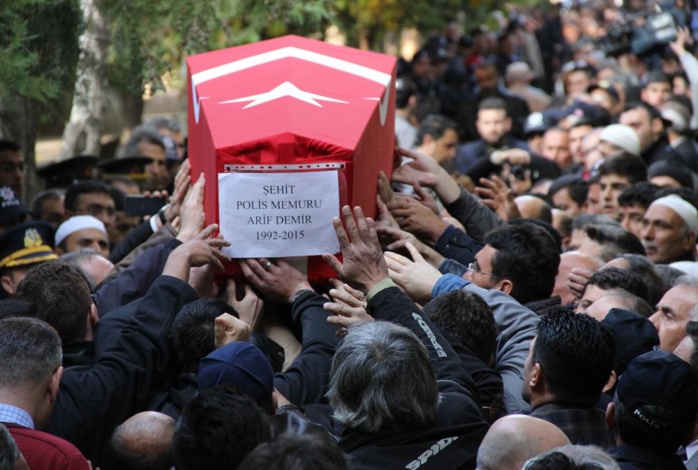 Şehit polis son yolculuğuna uğurlandı 30