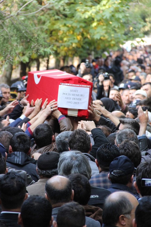 Şehit polis son yolculuğuna uğurlandı 32