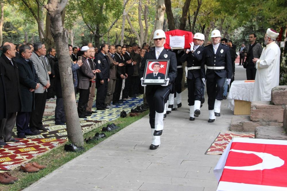 Şehit polis son yolculuğuna uğurlandı 33