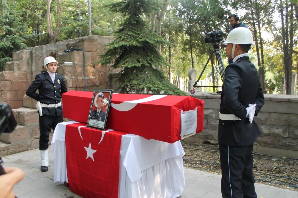 Şehit polis son yolculuğuna uğurlandı 4