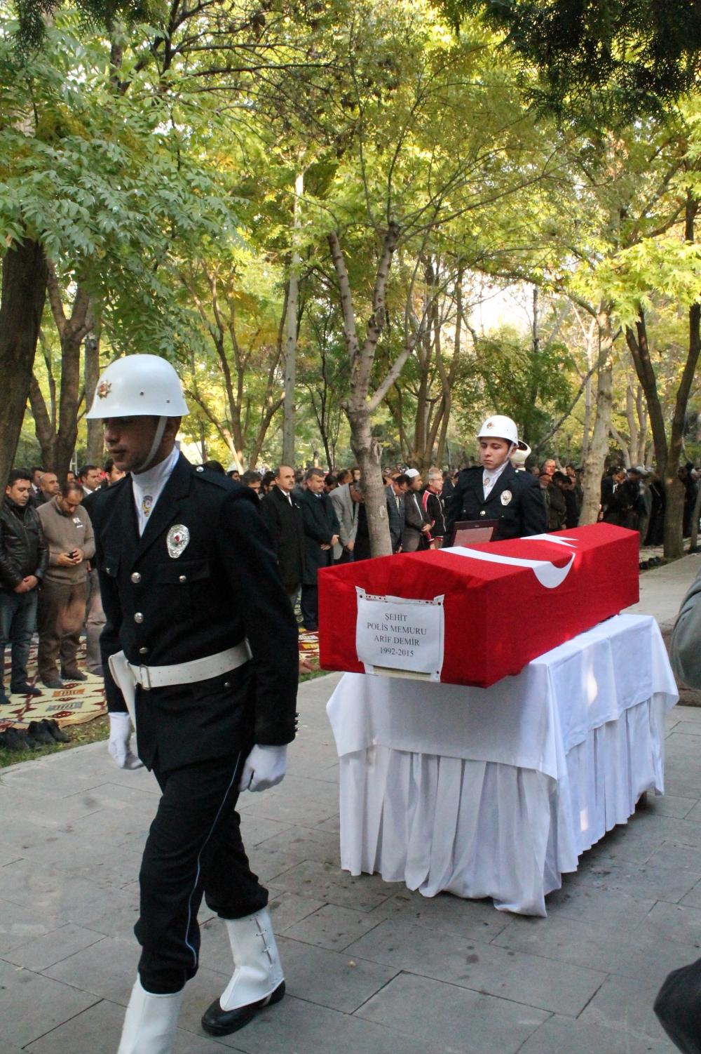 Şehit polis son yolculuğuna uğurlandı 7