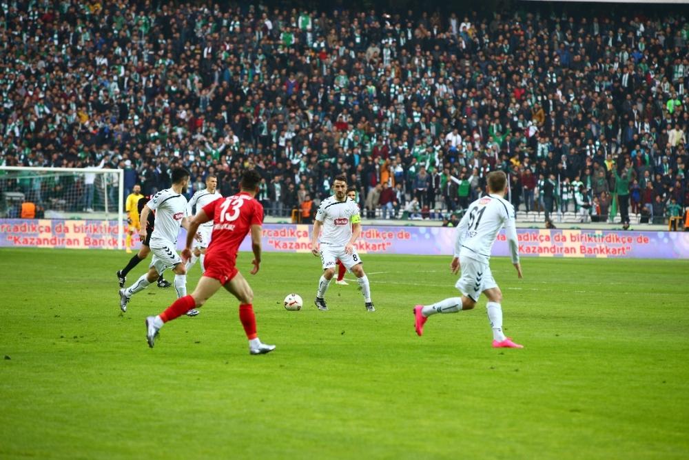 Torku Konyaspor çeyrek finalde 11