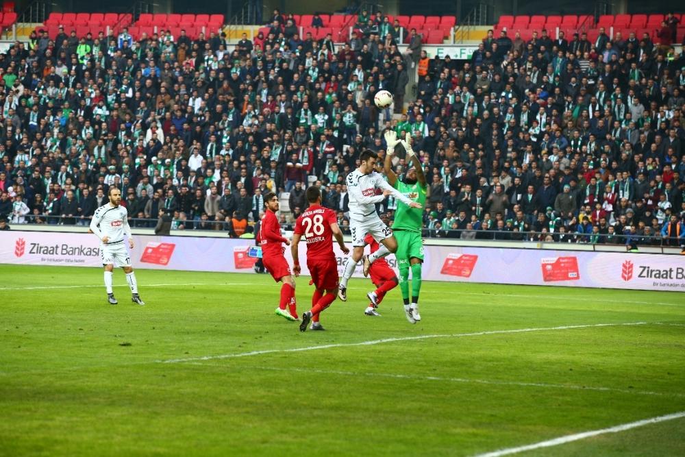 Torku Konyaspor çeyrek finalde 13