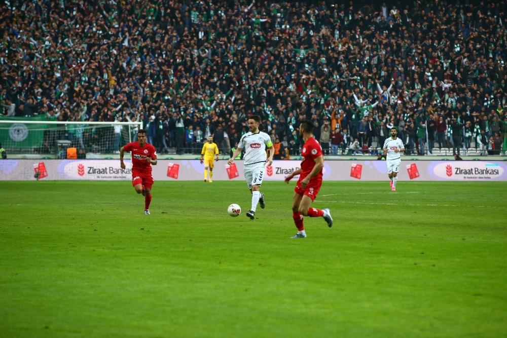 Torku Konyaspor çeyrek finalde 15