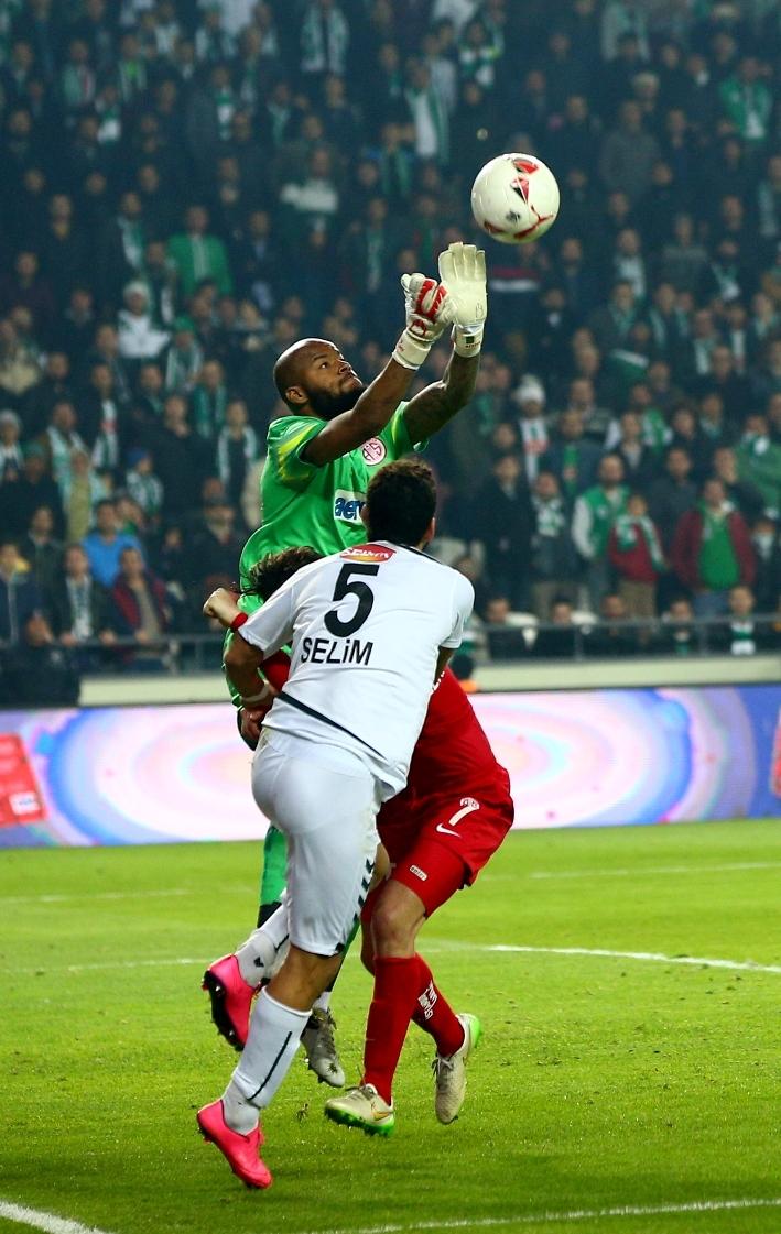 Torku Konyaspor çeyrek finalde 19