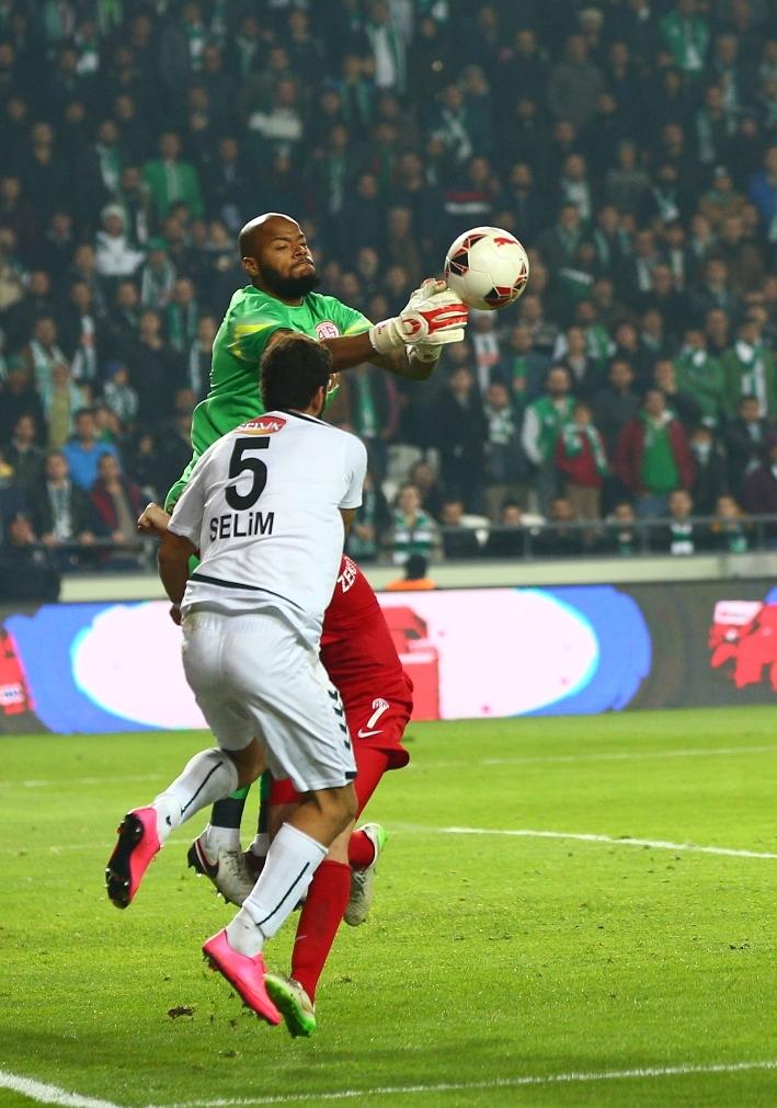 Torku Konyaspor çeyrek finalde 25