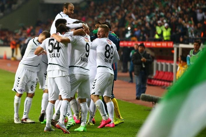 Torku Konyaspor çeyrek finalde 27
