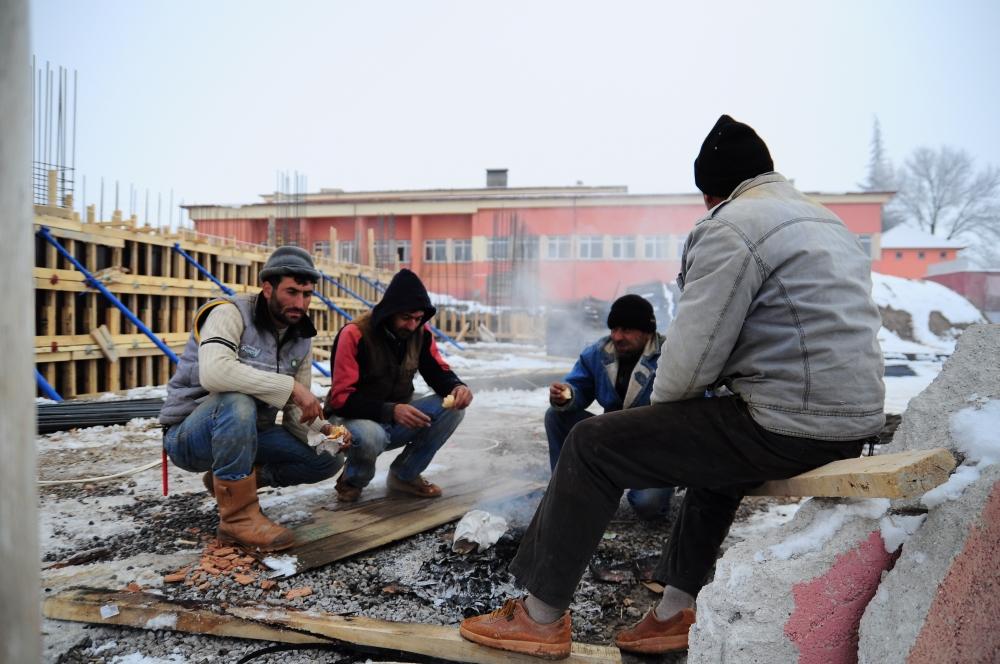 İnşaat işçilerinin soğuk çilesi 1