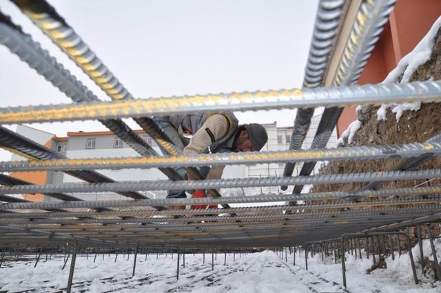 İnşaat işçilerinin soğuk çilesi 4