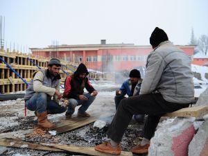İnşaat işçilerinin soğuk çilesi