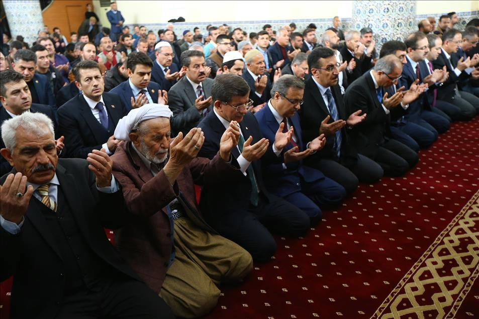 Başbakan Davutoğlu Silopi'de cuma namazı kıldı 2