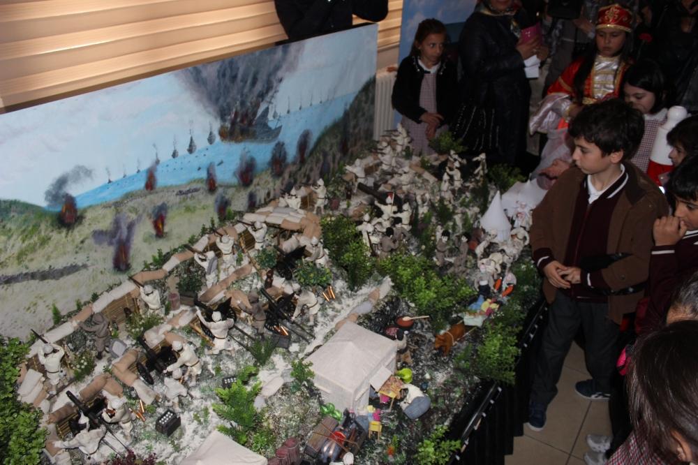 Niyaz Usta öğrencilerine interaktif Çanakkale sunumu 26