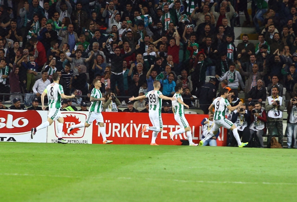 T. Konyaspor'un Fener alayı: 2-1 15