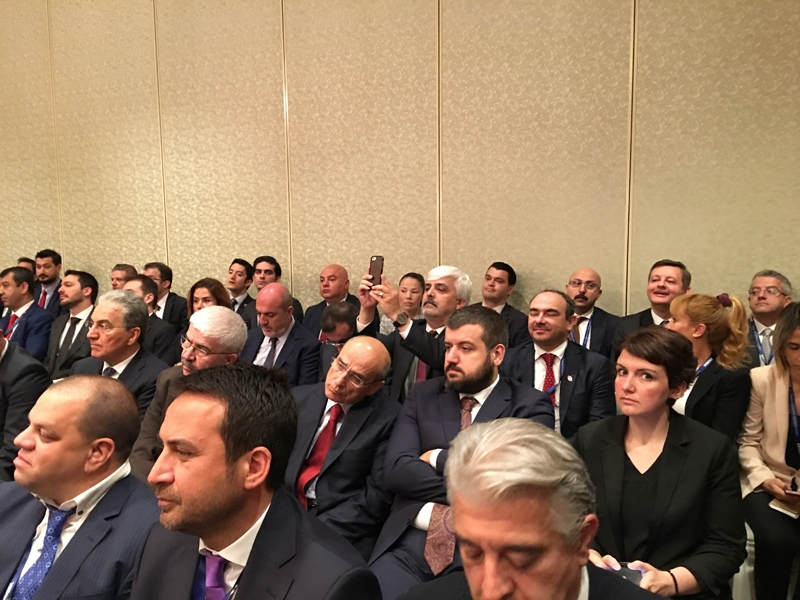 Ahmet Davutoğlu gazetecilerle birlikte Katar'a gitti 11