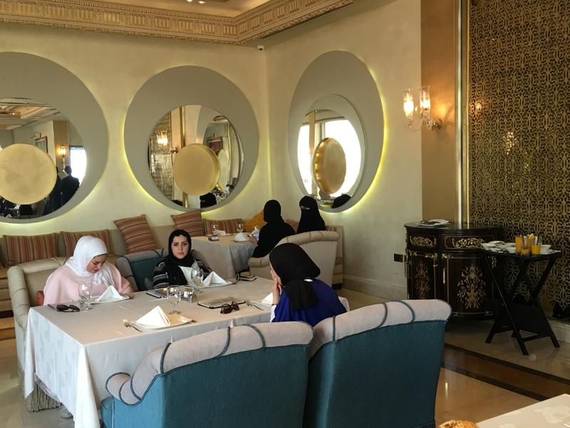 Ahmet Davutoğlu gazetecilerle birlikte Katar'a gitti 12