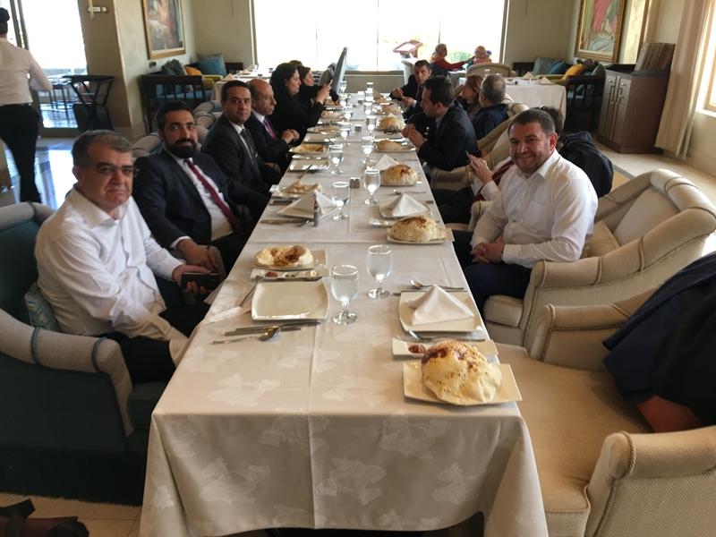 Ahmet Davutoğlu gazetecilerle birlikte Katar'a gitti 13