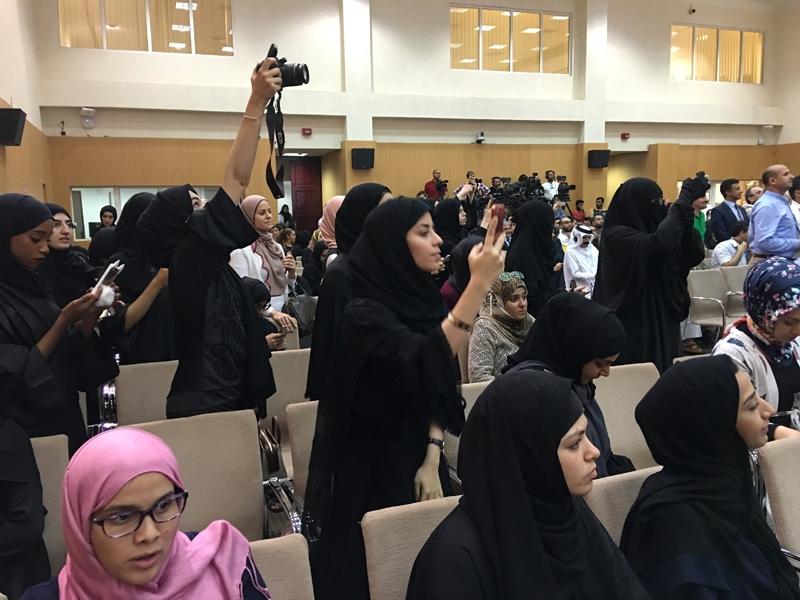 Ahmet Davutoğlu gazetecilerle birlikte Katar'a gitti 17
