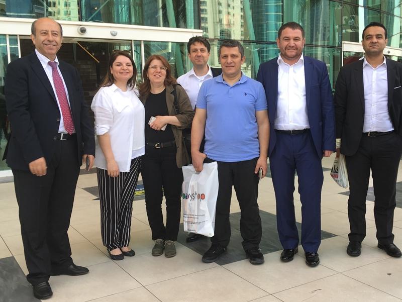 Ahmet Davutoğlu gazetecilerle birlikte Katar'a gitti 21