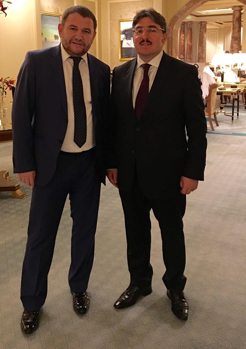 Ahmet Davutoğlu gazetecilerle birlikte Katar'a gitti 22