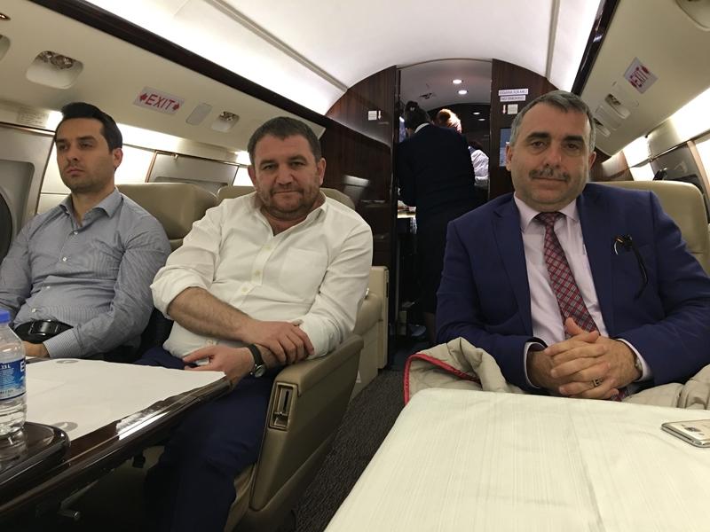 Ahmet Davutoğlu gazetecilerle birlikte Katar'a gitti 24