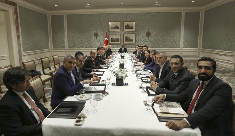 Ahmet Davutoğlu gazetecilerle birlikte Katar'a gitti 3