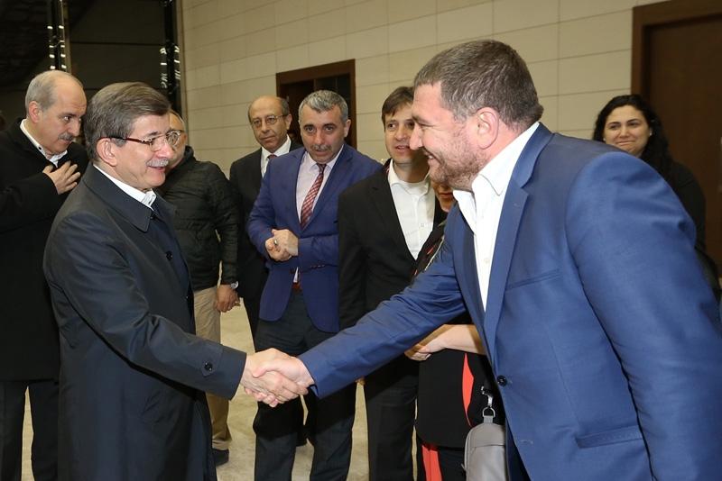 Ahmet Davutoğlu gazetecilerle birlikte Katar'a gitti 4