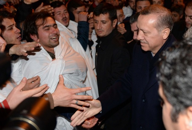 Başbakan Erdoğan'a Trabzon'da kefenli karşılama 1