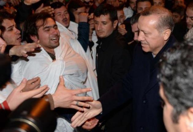 Başbakan Erdoğan'a Trabzon'da kefenli karşılama 12