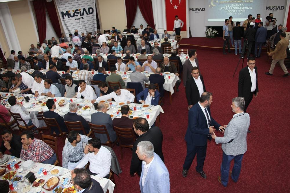 MÜSİAD'ın geleneksel iftarı yoğun katılımla gerçekleşti 10