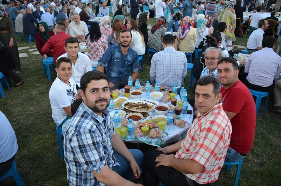 AK Parti Konya İl Teşkilatı'nın düzenlediği iftar yemeği 13