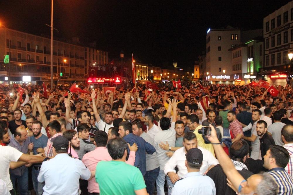Konya'da halk tepki için sokağa döküldü 14