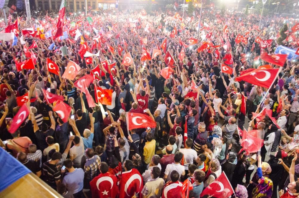 Konya'da darbeye karşı gece nöbeti 1