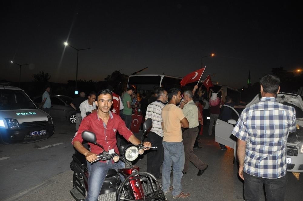 Konya'da darbeye karşı gece nöbeti 11