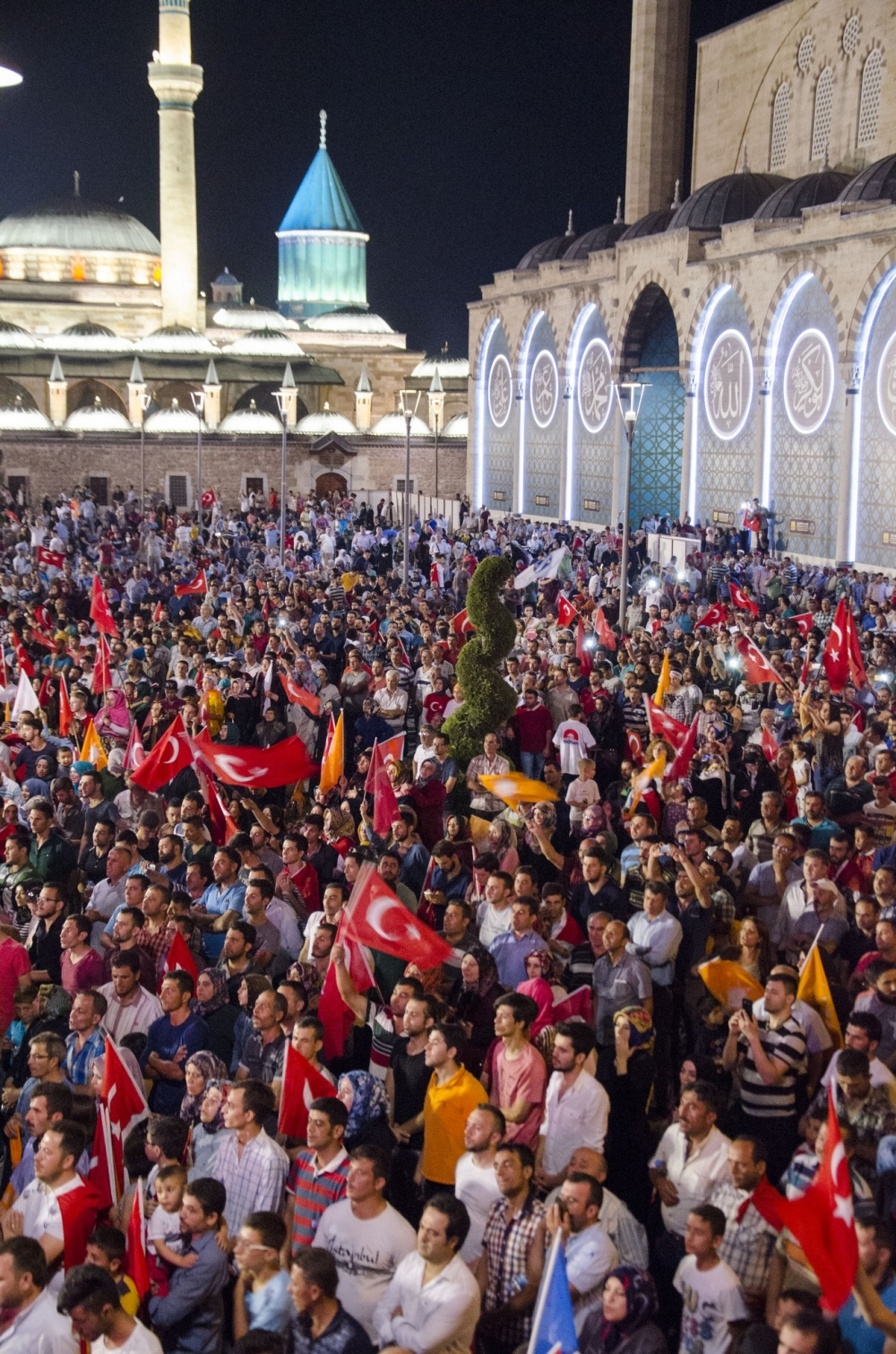 Konya'da darbeye karşı gece nöbeti 2