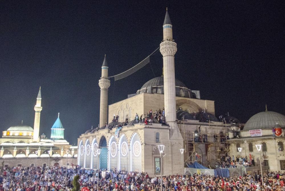 Konya'da darbeye karşı gece nöbeti 4