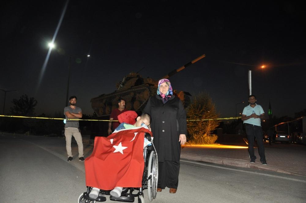 Konya'da darbeye karşı gece nöbeti 7
