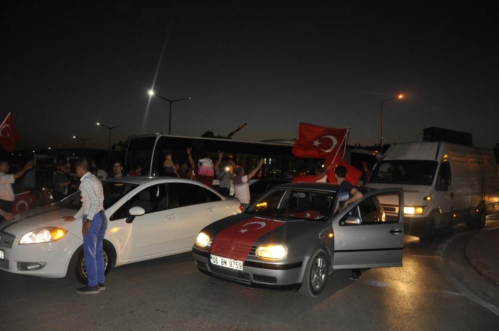 Konya'da darbeye karşı gece nöbeti 9