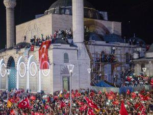 Konya'da darbeye karşı gece nöbeti