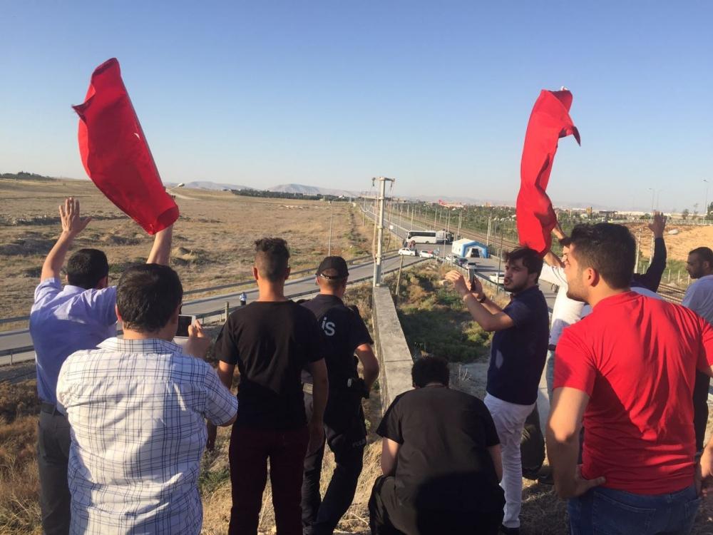 Konya'daki operasyona vatandaşlardan destek 8