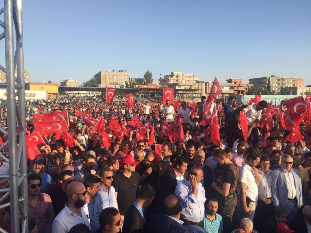 Silopi'de demokrasi mitingine yoğun katılım 2