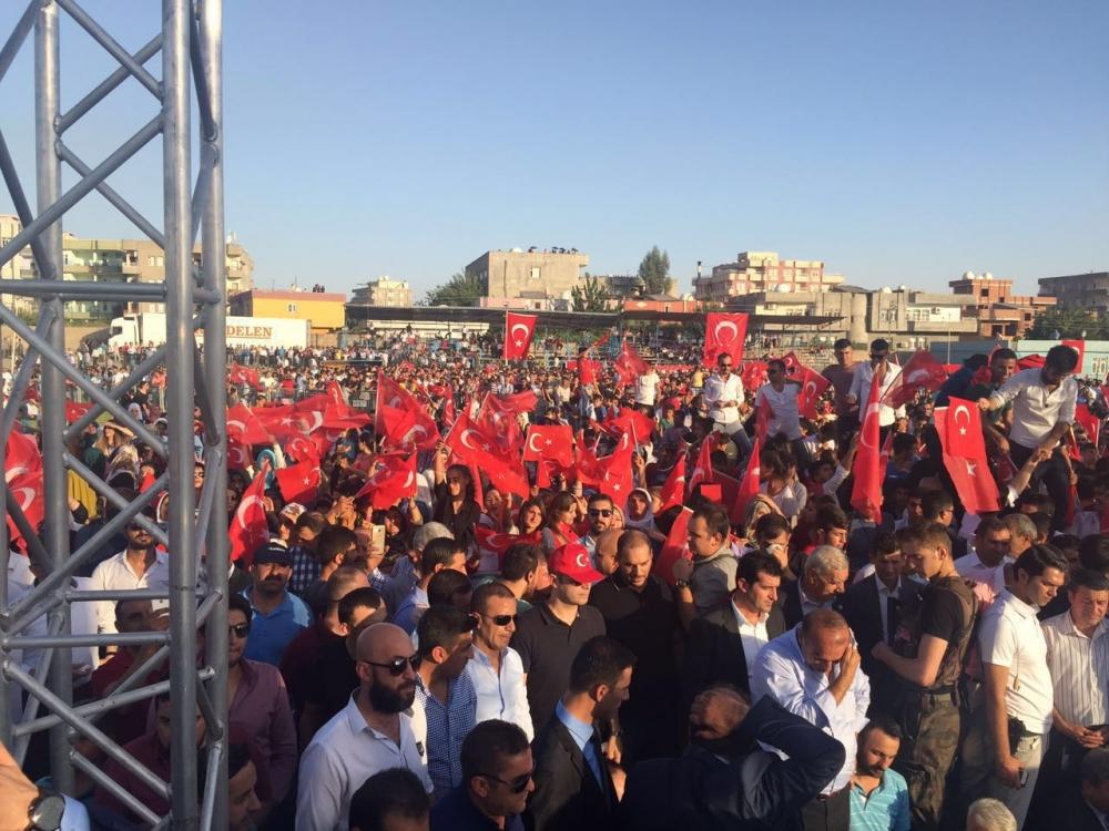Silopi'de demokrasi mitingine yoğun katılım 6