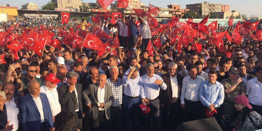 Silopi'de demokrasi mitingine yoğun katılım