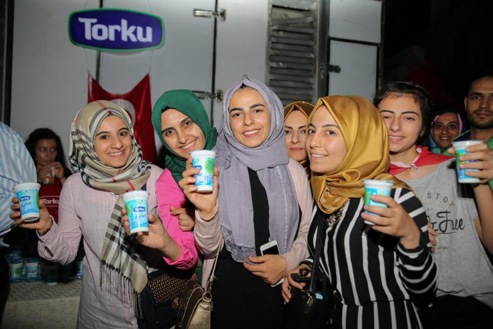 Torku, demokrasi için meydandaydı 12