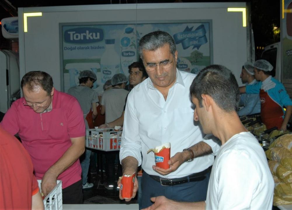 Torku, demokrasi için meydandaydı 14