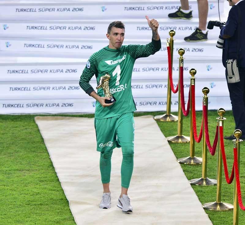Galatasaray Konya'da Beşiktaş'ı devirdi, kupayı kazandı 14